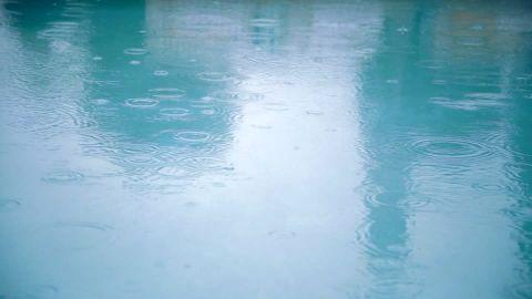 537648525-rutherford-piscina-al-aire-libre-gota-f-de-lluvia-gotear